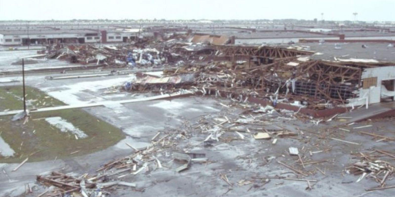 El Huracán Asesino o Gilbert. Este ciclón golpeó durante 9 días el Caribe y el Golfo de México en septiembre de 1988. Los muertos fueron 341 muertos, la mayoría en Mexico y cinco mil 500 billones de dólares en pérdidas. Foto:Wikimedia Commons