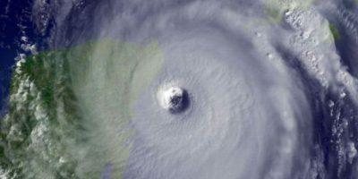 Huracán Wilma. En 2005 el fenómeno alcanzó el récord de intensidad: 295 Km/h y con una presión de 882hPa, matando a 63 personas y dejando daños económicos cercanos a los 30 mil millones de dólares. Foto:Getty Images