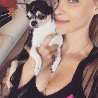 A través de sus redes sociales, Belinda expresó su preocupación por el delicado estado de salud de Gizmo. Foto:Instagram/belindapop