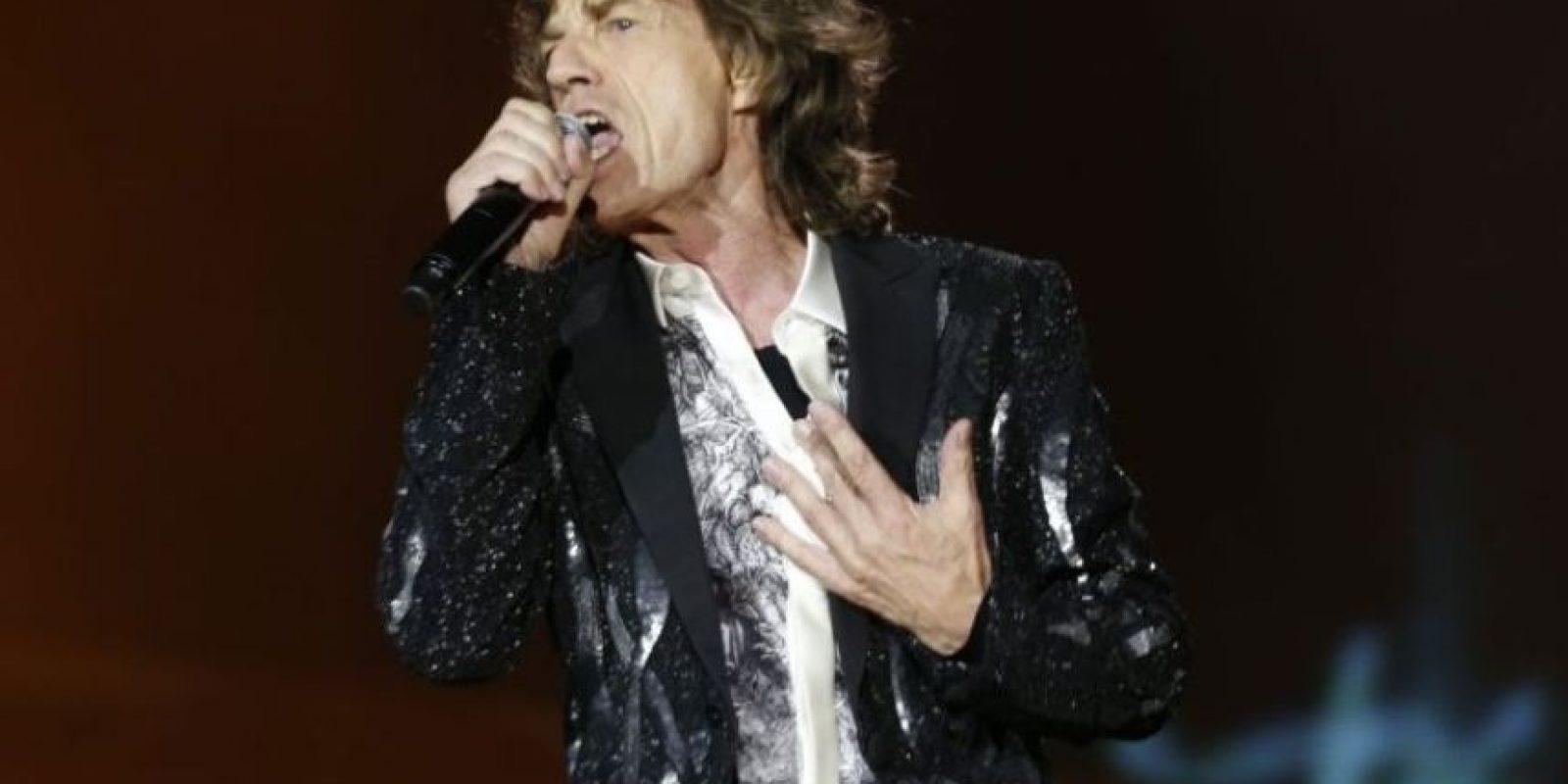 """Mick Jagger afirmó haber tenido dos encuentros cercanos con extraterrestres en su vida. El primero cuando acampaba con su entonces novia Marianne Faithfull, en Glastounbury, Inglaterra. Vio una """"nave nodriza."""" El segundo fue mientras estaba dando un concierto. Foto:Getty Images"""