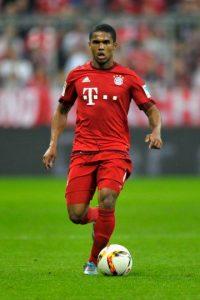 Este brasileño ya es considerado el mejor fichaje de la temporada en la Bundesliga, por todo lo que aporta al ataque del Bayern Munich, pues además de sus cuatro goles de la campaña, genera peligro en el área rival y asiste con mucha clase. Foto:Getty Images