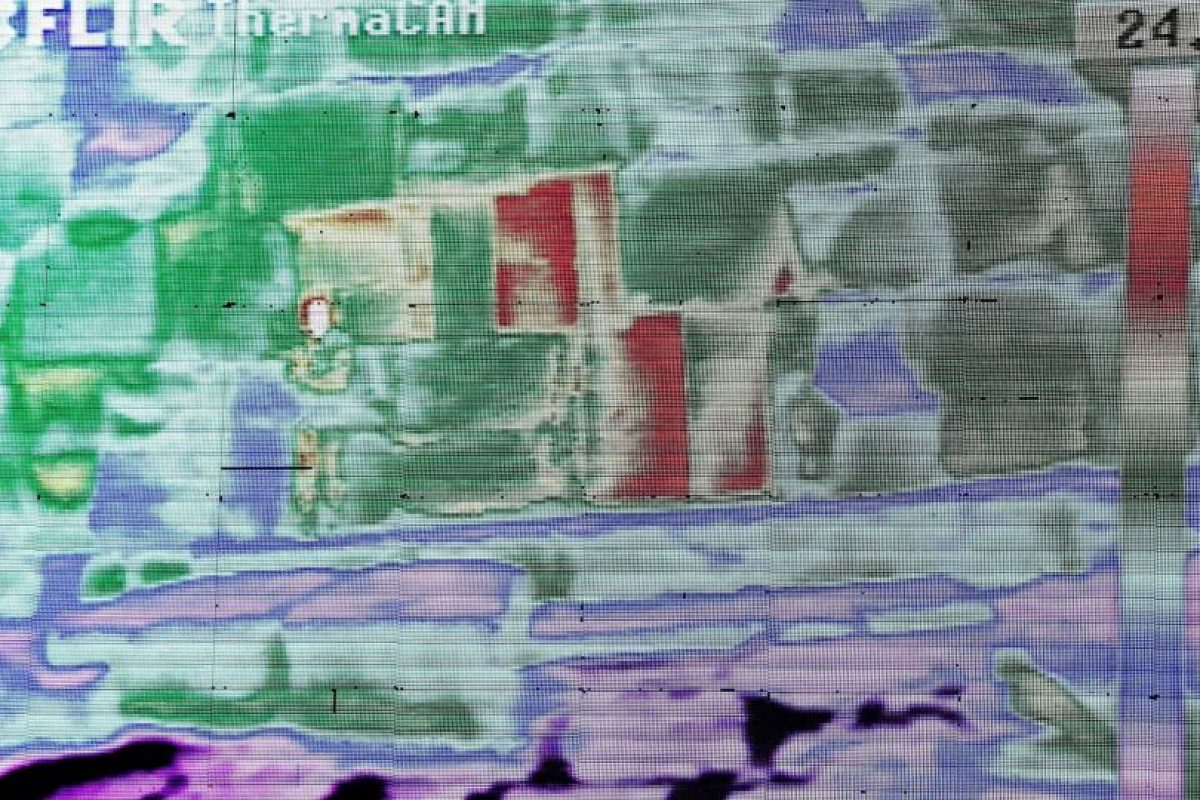 Así es como las cámaras detectaron temperaturas más altas en tres piedras en la parte inferior de la pirámide. Foto:AP