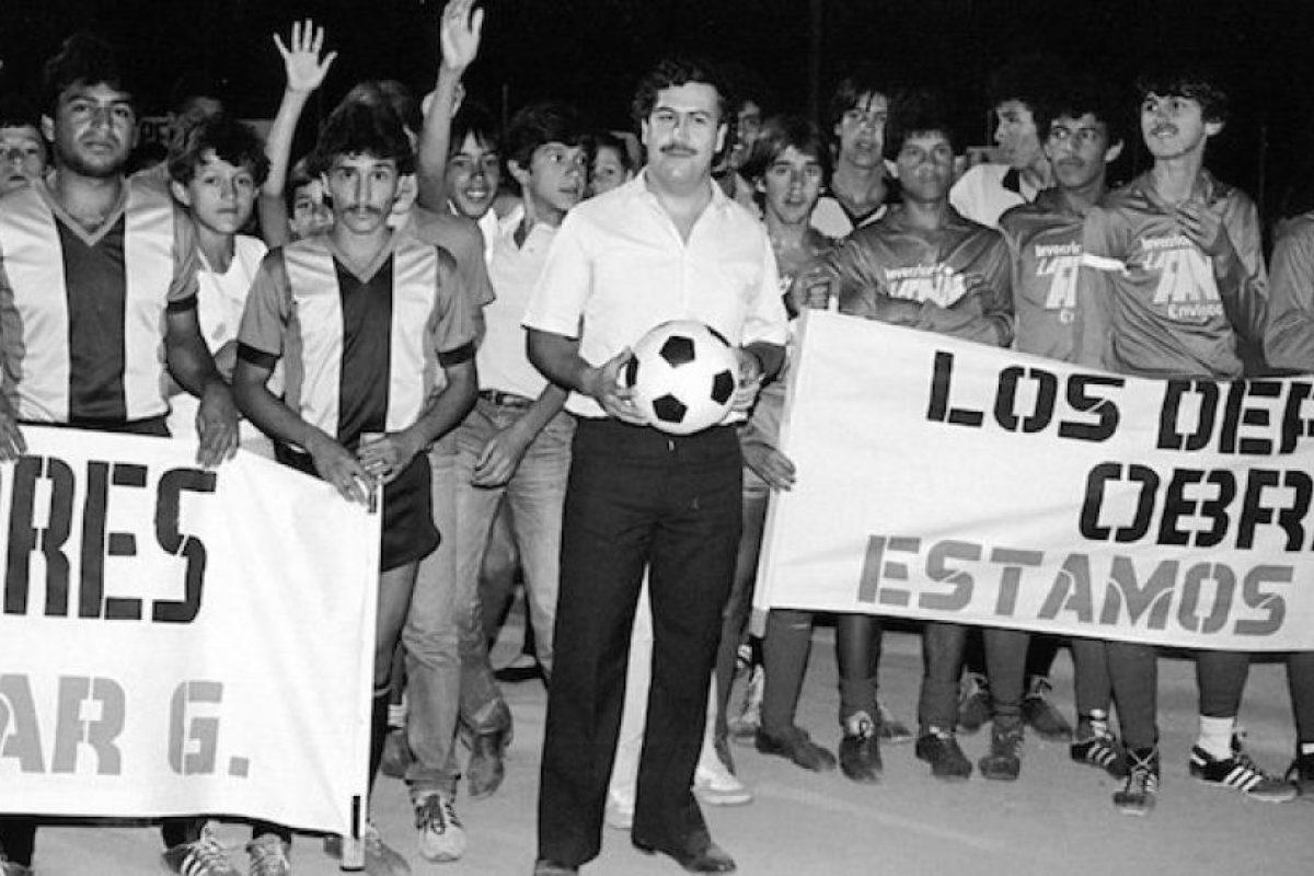 """De acuerdo al periódico """"El Tiempo"""", Escobar mandó construir una serie de """"caletas"""" o pasadizos secretos, de los cuales ordenó asesinar a los electricistas e ingenieros que participaron. Era donde guardaba dinero y armas. La mayoría de ello fue decomisado por el gobierno colombiano en los años posteriores a la muerte. Foto:Wikimedia"""