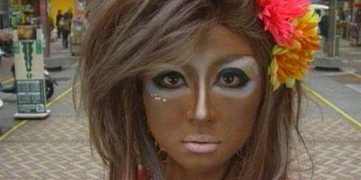 Las mujeres suelen ir en contra de las tradiciones niponas: se broncean en exceso, consiguiendo un tono dorado/marrón. Foto:Twitter