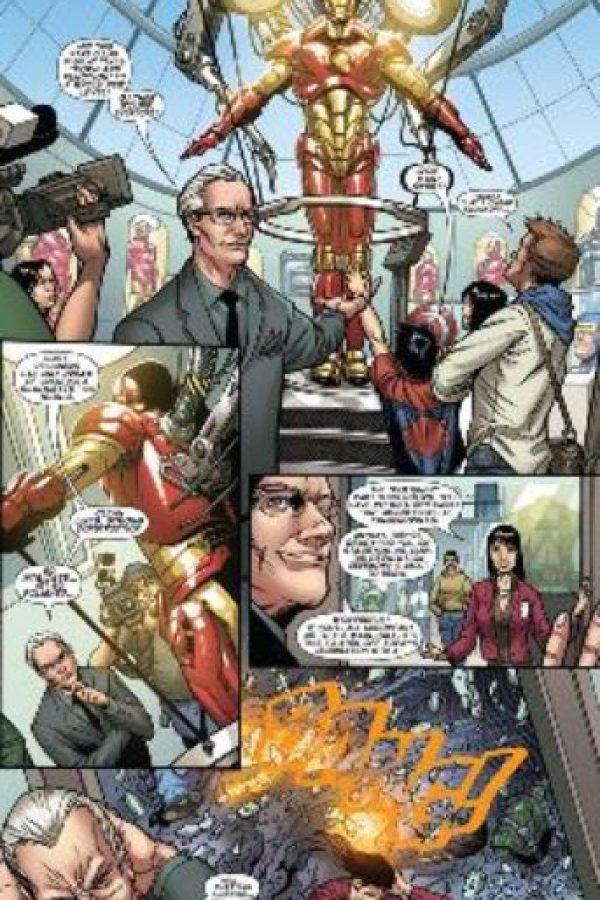 """El gurú de la moda ayuda a """"Iron Man"""" a combatir a un villano que quiere arruinar su exposición de trajes en el """"Museo de la Moda de Nueva York"""" (o lo que sería el museo del FIT). Foto:vía Marvel Cómics"""