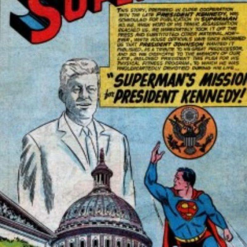 """Llegaron a ser buenos amigos. Tanto, que Superman le confió a Kennedy su verdadera identidad y le presentó a """"Supergirl"""". Foto:vía DC Cómics"""