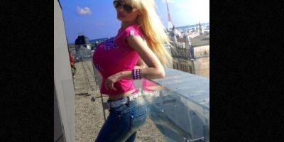 """Victoria Wild es una modelo letona que ha gastado una fortuna en rinoplastia, implantes de labios, bótox y tres operaciones de busto para parecer una """"muñeca sexual"""". Foto:vía Twitter/Victoria Wild"""