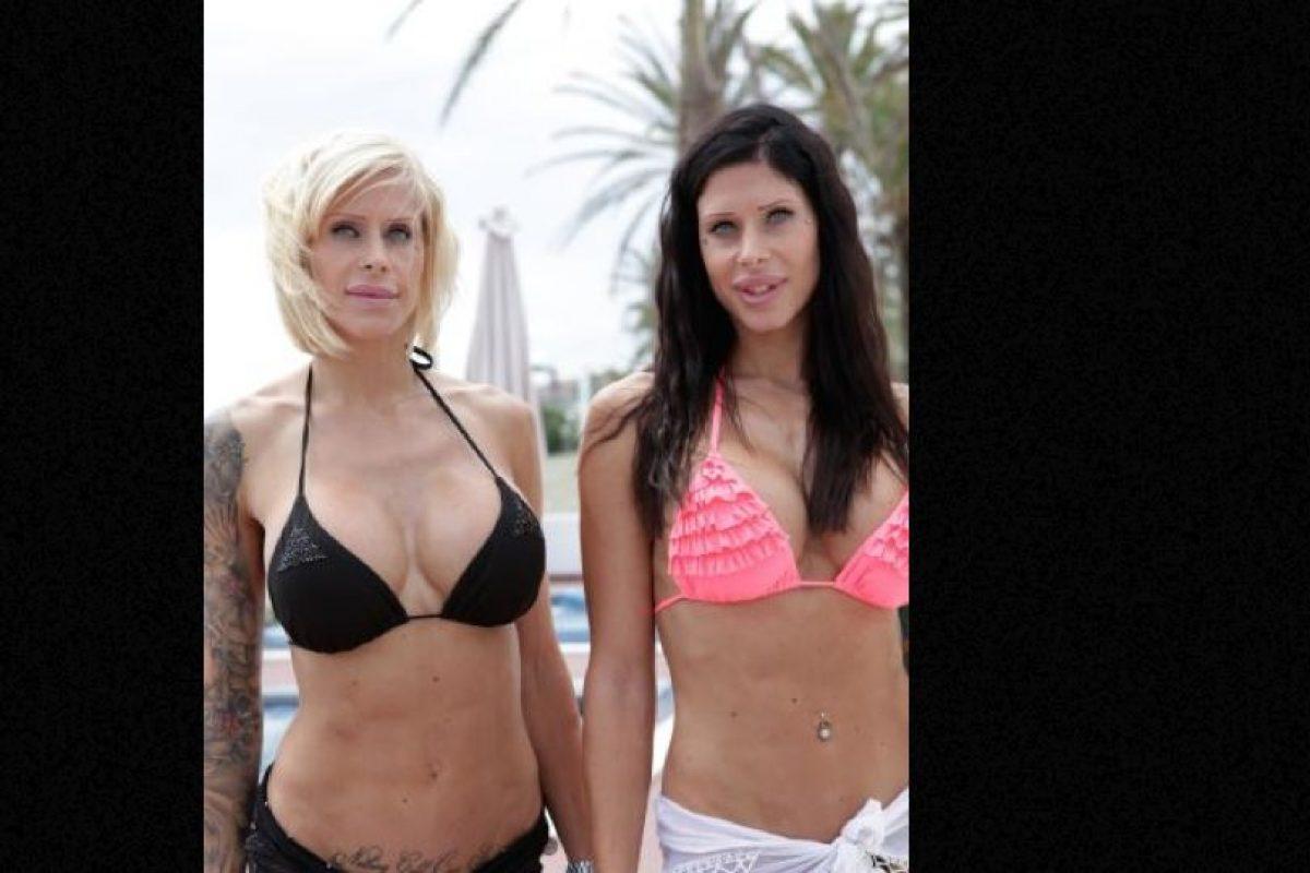 Emma y Sara Koponen son gemelas y suecas. Foto:vía Barcroft Media