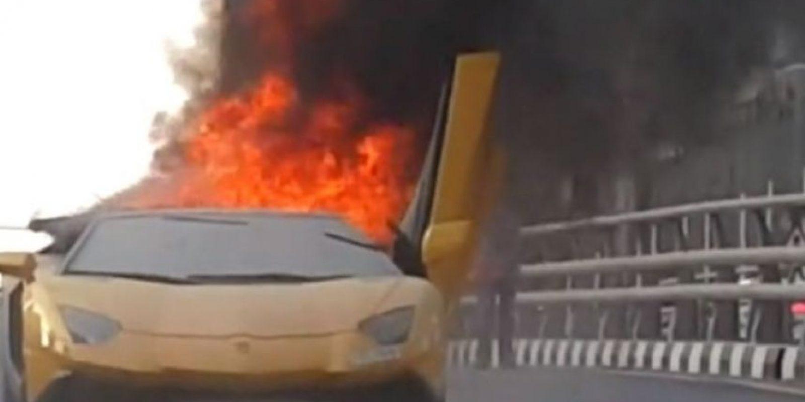 El propietario de este Lamborghini quería presumir la potencia de su motor y esto fue lo que pasó. Foto:Vía Youtube