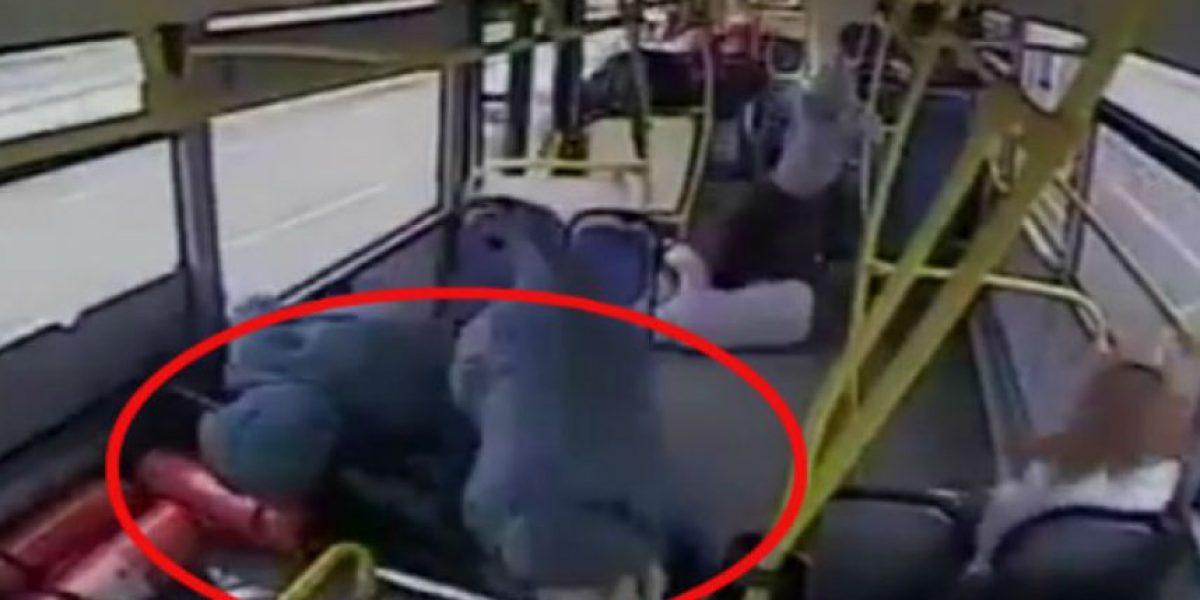 Video: Se durmió mientras manejaba y todo el accidente fue grabado