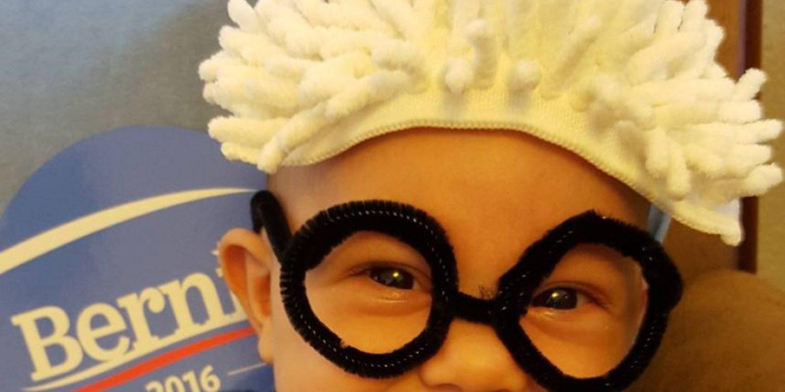 En la que sus seguidores disfrazan a sus pequeños de pequeños Bernies Foto:Vía Instagram @lorelei26