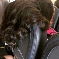 5. Las que colocan su cabello de este modo. O aquellas que se lo arreglan y le pegan en la cara a otras personas mientras lo sujetan. Foto:Pinterest