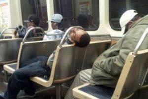 16. Los que incluso roncan y hacen movimientos extraños mientras duermen. Foto:Know Your Meme