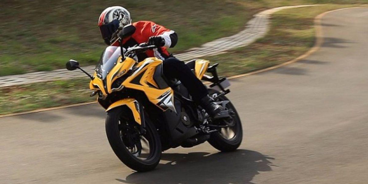 Por qué viajar en una moto cuando lo puedes hacer en una Pulsar