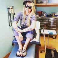 Avril Lavigne se tomó una pausa de su carrera musical y hasta pidió que sus fans rezaran por su salud, esto tras ser diagnosticada con la enfermedad de Lyme. Foto:vía instagram.com/avrillavigne