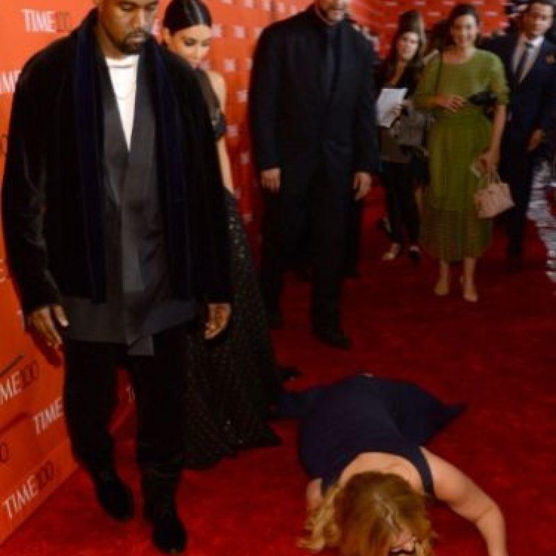 Amy Schumer se lanzó al suelo a propósito para molestar a Kim Kardashian y Kanye West en la ceremonia de Time 100 en abril de 2015. Foto:Getty Images