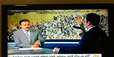 Este presentador realmente no tiene un arma en la mano. Foto:Reddit