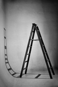 Pasar por debajo de una escalera Foto:Pinterest