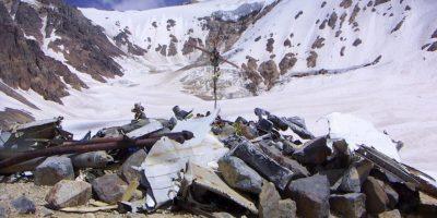 """Los 16 sobrevivientes lograron resisitir 72 días ya que decidieron alimentarse de la carne de sus compañeros muertos. El hecho es recordado como el """"Milagro de Los Andes"""" Foto:Wikimedia.org"""
