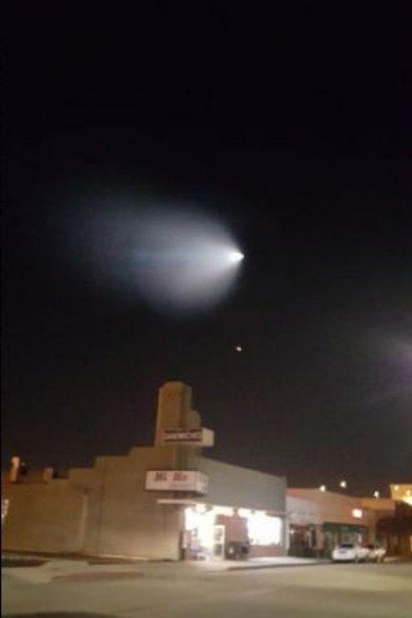 Luego el Ejército de Estados Unidos informó que se trataba de una prueba de un misil. Foto:Vía Twitter.com/jazzieiscrazy