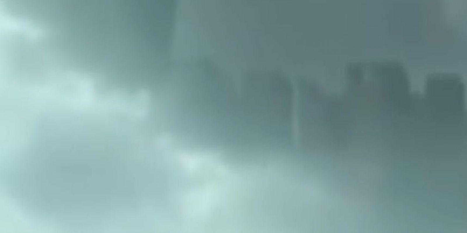 """Jill Coleman, científica atmosférica de la Universidad Estatal Ball en Muncie, Indiana, dijo a la revista """"National Geographic"""" que """"de ser real, se llamaría un espejismo superior, lo que significa que es un espejismo que se proyecta hacia arriba"""". Sin embargo, """"CNN"""" reseñó que meteorólogos de China aseguraron que el video era falso. Foto:Vía Youtube UFOSightings2010"""