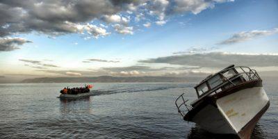 Migrantes y refugiados llegan a la isla griega Lesbos. Foto:AFP