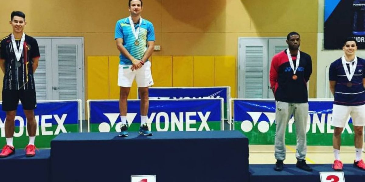 Kevin Cordón celebra como campeón en Puerto Rico