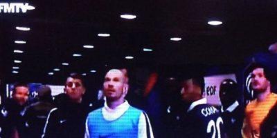 Los jugadores antes las primeras imágenes en tv de los ataques. Foto:Twitter