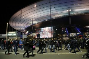 """En el """"Stade de France"""" se escucharon explosiones. Foto:AP"""