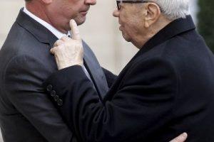 El presidente, Francois Hollande, se reunió con su gabinete de seguridad en el Palacio del Elíseo. Foto:Getty Images