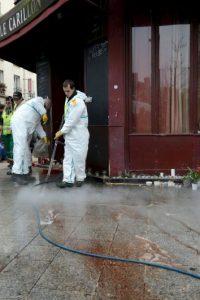 Los policías y peritos continuaban con las investigaciones en los lugares de los atentados. Foto:Getty Images