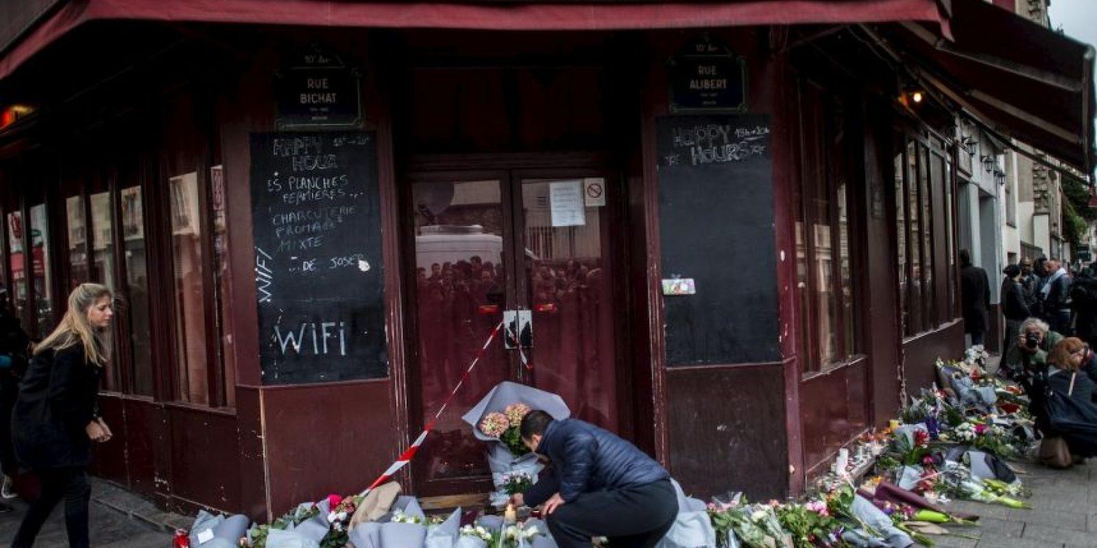 Mientras tanto, la población parisina se dio cita en los lugares de la tragedia desde primera hora. Foto:Getty Images
