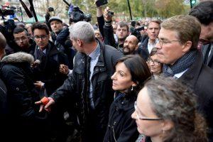 Anne Hidalgo, la alcaldesa de París, recorrió los lugares afectados. Foto:Getty Images