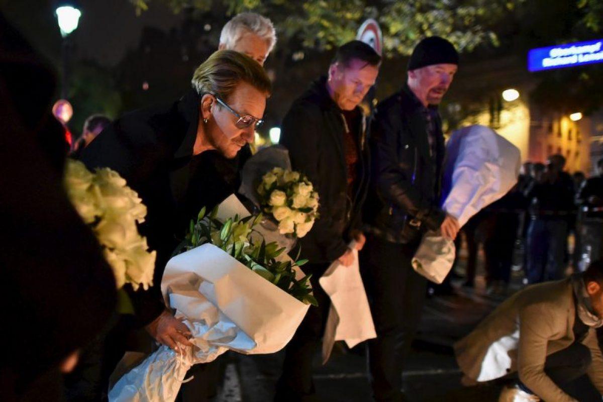 Hoy asistieron al teatro Bataclan para llevar una ofrenda flora. Foto:Getty Images