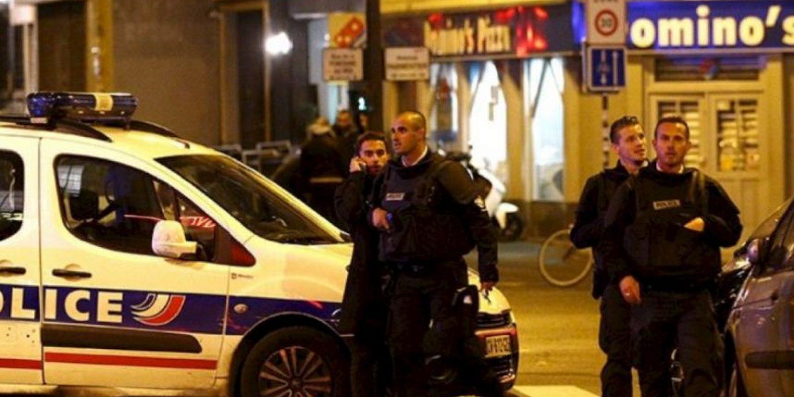 Llega la policía. Abate a los terroristas. Foto:vía Twitter