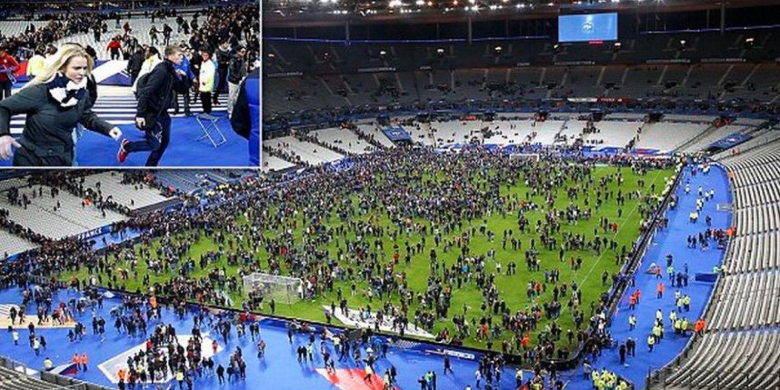 Así reaccionó el público al momento de la detonaciones. Foto:Vía Daily Mirror