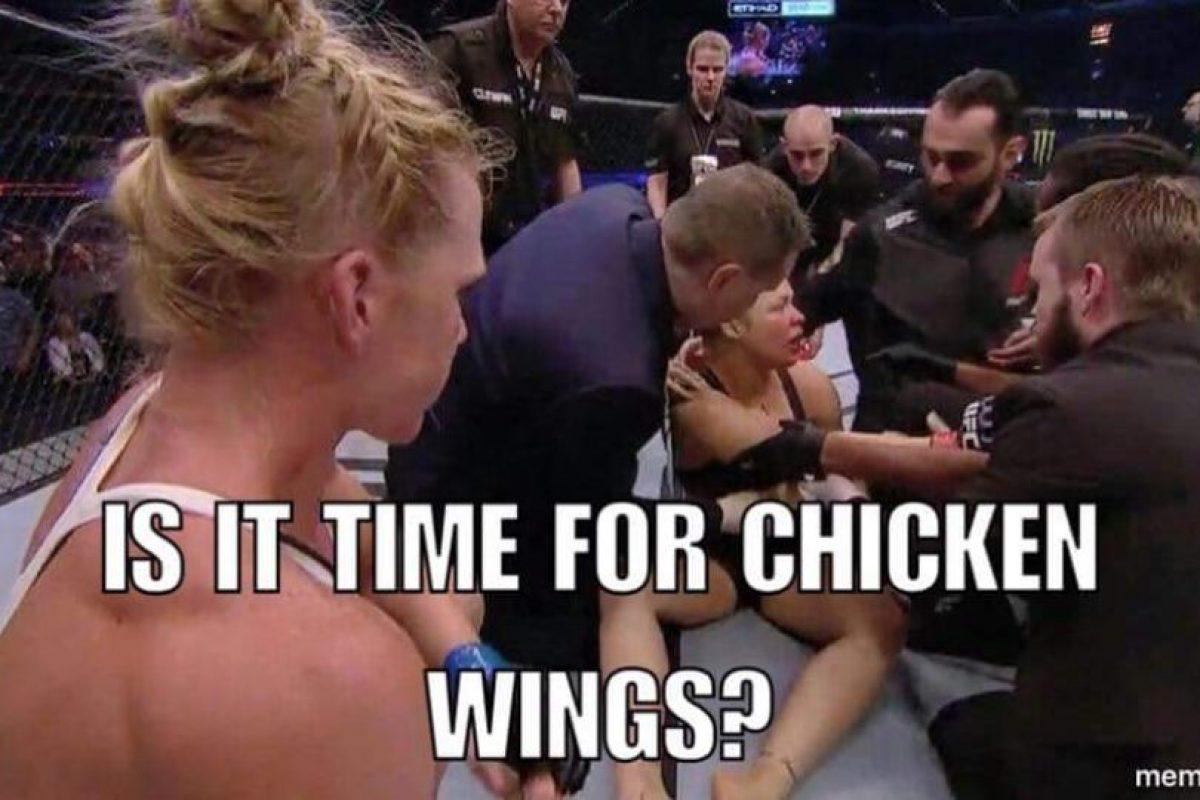 ¿Es hora de las alitas de pollo? Foto:Vía facebook.com/MemesMMA