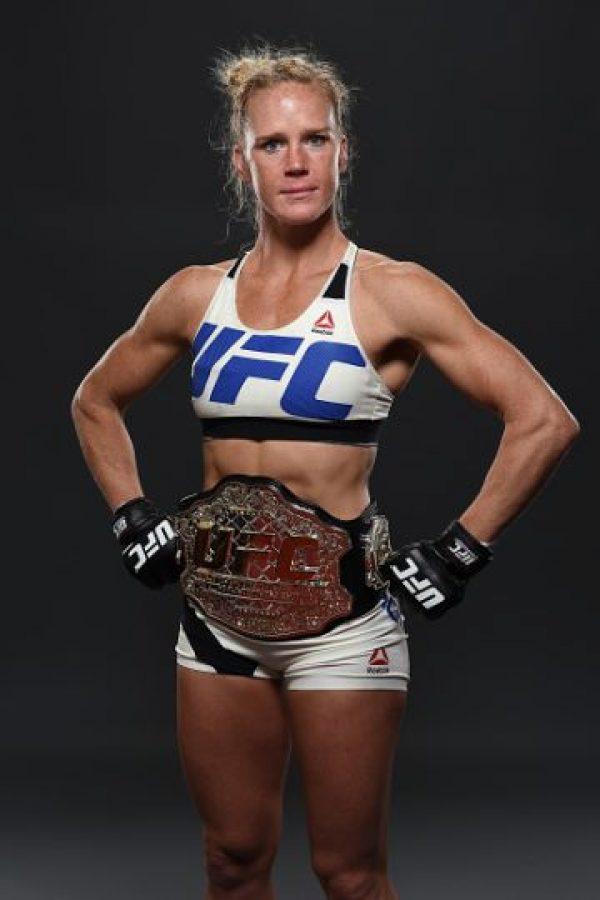 Y Holly ya puede lucir su nuevo cinturón. Foto:Getty Images