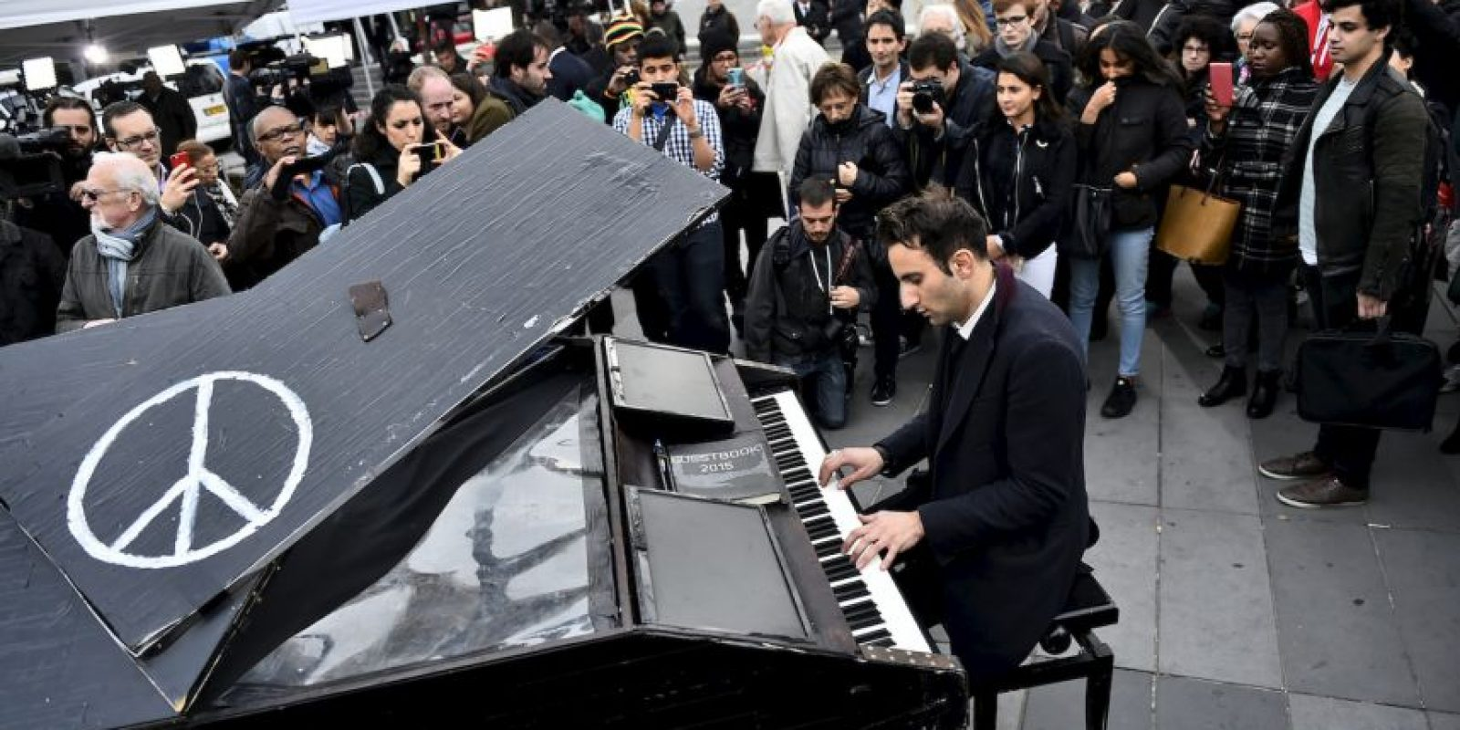 Las muestras de solidaridad han continuado en París y en diversas ciudades del mundo. Foto:AFP