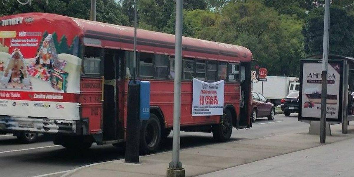 EN IMÁGENES. De esta manera inusual, transportistas exigen el pago del subsidio