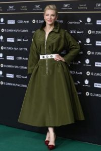 La declaración de Cate causó gran polémica y sorpresa ya que la actriz lleva 18 años casada con Andrew Upton, con quien tiene tres hijos y una hija. Foto:Getty Images