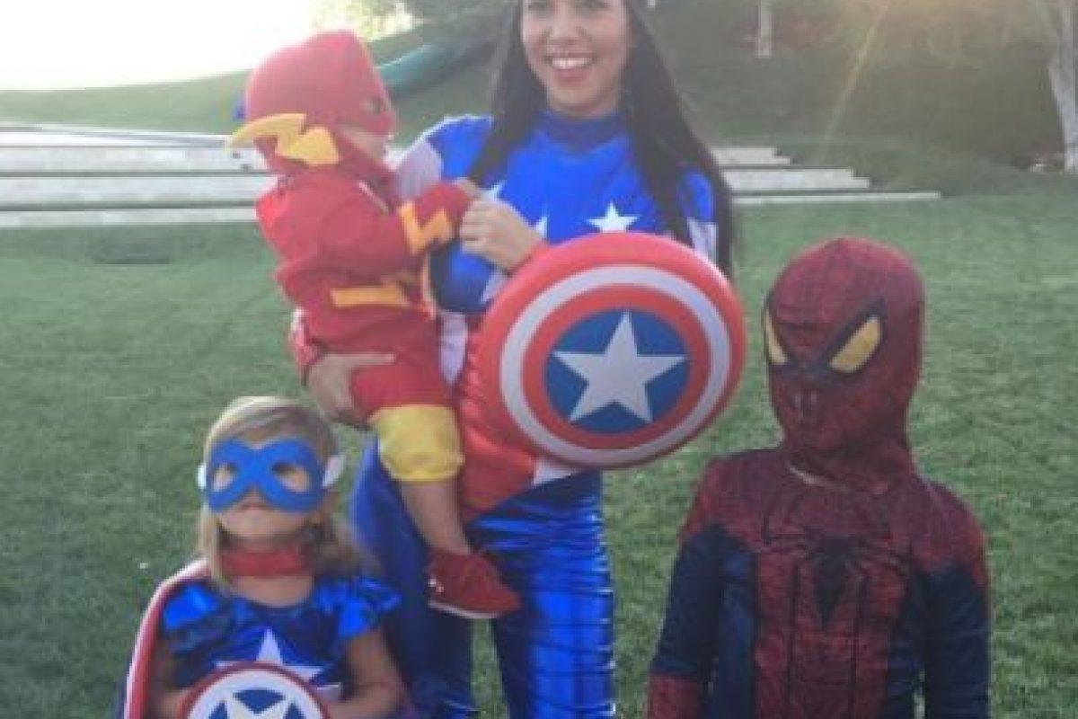 """Pero ha demostrado que puede ser una """"súper mamá"""" para los pequeños Mason, Penélope y Reign. Foto:vía instagram.com/kourtneykardash"""