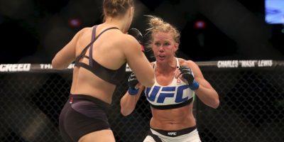 Ronda recibió castigo desde el principio de la pelea Foto:Getty Images