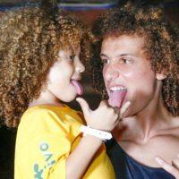 """Ambos futbolistas brasileños no tienen hijos, pero sí sus """"mini dobles"""" en Brasil. Foto:Vía instagram.com/davidluiz_4"""