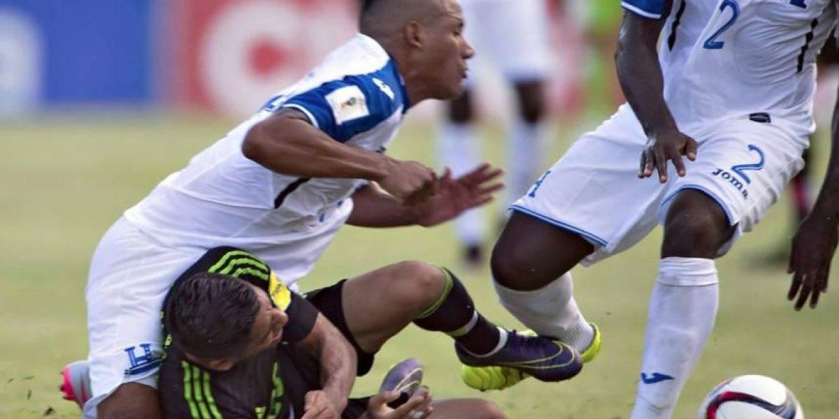 VIDEO. Un futbolista hondureño grita de dolor cuando se le gira la rodilla