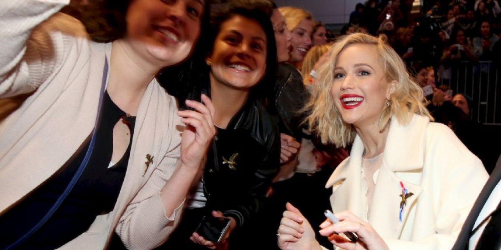 """Jennifer Lawrence deslumbró con su outfit durante la alfombra roja de """"Los Juegos del Hambre"""" en Los Ángeles. Foto:Getty Images"""