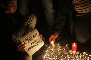 París unido después de los atentados de la noche del 13 de noviembre de 2015. Foto:AP