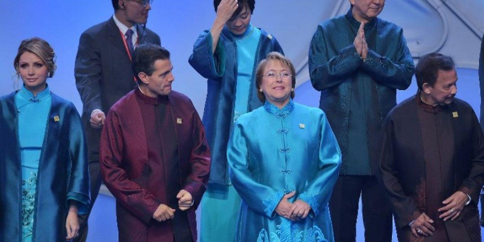"""Una de las """"tradiciones"""" que cada año rodea a esta cumbre es que el país anfitrión regala una prenda a los asistentes como símbolo de cooperación Foto:AFP"""