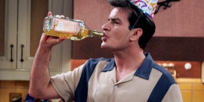 Hábitos más saludables pueden alargar las expectativas de vida de Charlie Sheen