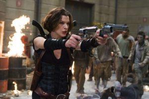 En esta ocasión, Milla lució el cabello oscuro y presumió una amplia gama de armas. Foto:IMDB